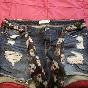 Nwot Torris distressed shorts